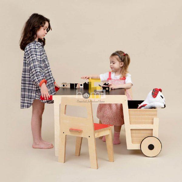 Sản phẩm bao gồm bàn và ghế cùng sọt rời