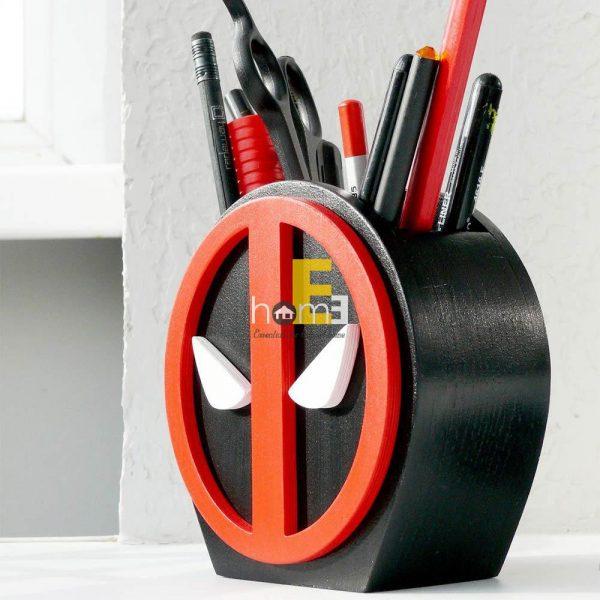 Hộp cắm bút gỗ hình Deadpool