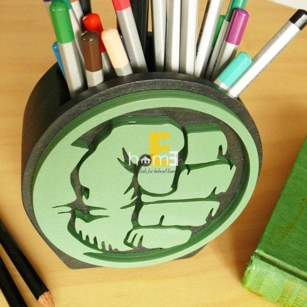 Hộp cắm bút nắm đấm của Hulk bằng gỗ